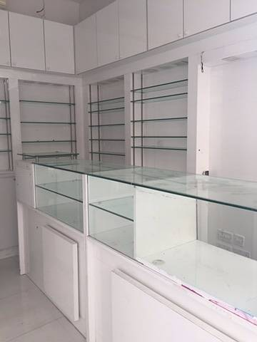 Shop for Rent in Deira, Dubai - FITTED SHOP ON NAIF ROAD IN DEIRA READY TO MOVE, START ANY KIND OF BUSINESS WITHOUT KEY MONEY