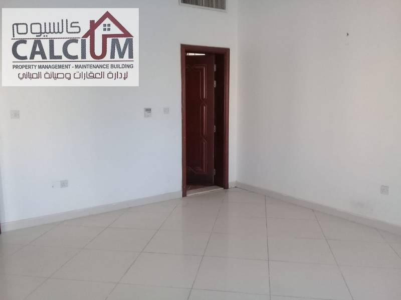 غرفة وصالة نظيفة في مدينة محمد بن زايد