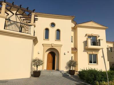 6 Bedroom Villa for Sale in Jumeirah Golf Estate, Dubai - Ready to move-in Luxury 6 Bedroom Home with 2 Full Kitchens