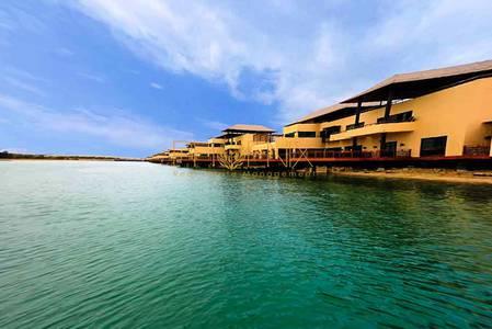 4 Bedroom Villa for Sale in Al Gurm, Abu Dhabi - Luxurious Beach Front 4+1 Villa in Al Gurm