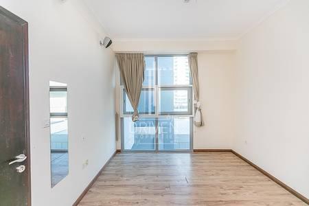 1 Bedroom Flat for Sale in Dubai Marina, Dubai - Lovely and Rare 1 BR Apt in Dubai Marina