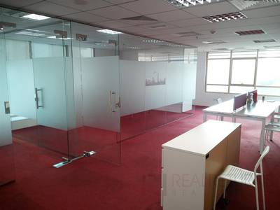 Office for Rent in Jumeirah Lake Towers (JLT), Dubai - Easy Access to Metro