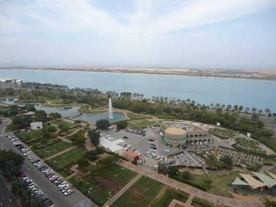3 Bedroom Flat for Rent in Al Markaziya, Abu Dhabi - Sea View 3BR with Parking and Maid's Room on Cornich