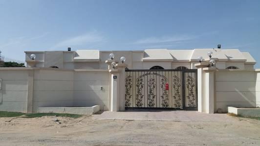 فیلا  للايجار في موافجة، الشارقة - فیلا في موافجة 4 غرف 105000 درهم - 3598145