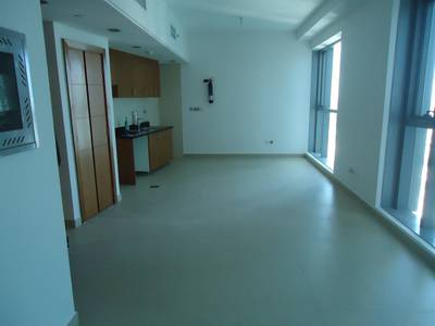 Studio for Rent in Danet Abu Dhabi, Abu Dhabi - Huge Studio with Parking and Facilities in Danet Area