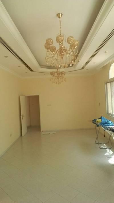 فیلا  للايجار في الرفاع، الشارقة - فیلا في الرفاع 4 غرف 100000 درهم - 3602037
