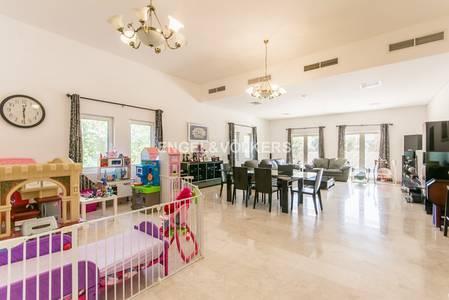 5 Bedroom Villa for Sale in The Villa, Dubai - Exclusive Corner Park Front Back