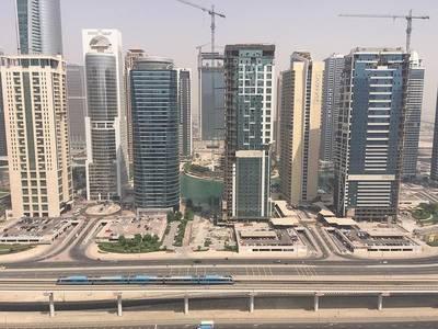 1 Bedroom Apartment for Sale in Dubai Marina, Dubai - Distress Deal- Vacant 1 BHK next to metro station