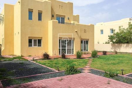 4 Bedroom Villa for Rent in Arabian Ranches, Dubai - Walking to park and pool