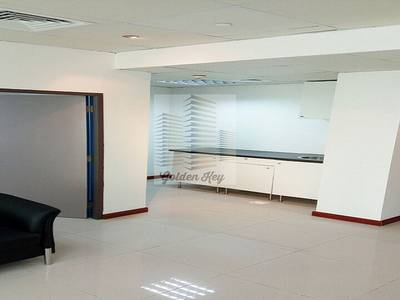 Office for Rent in Jumeirah Lake Towers (JLT), Dubai - Soothing Fitted Office in Palladium Tower for Rent