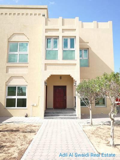 فیلا  للايجار في سمنان، الشارقة - فیلا في سمنان 4 غرف 95000 درهم - 3615010