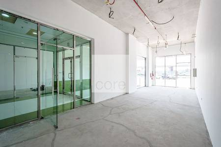 Shop for Rent in Umm Suqeim, Dubai - Easily Accessible Shell and Core Retail