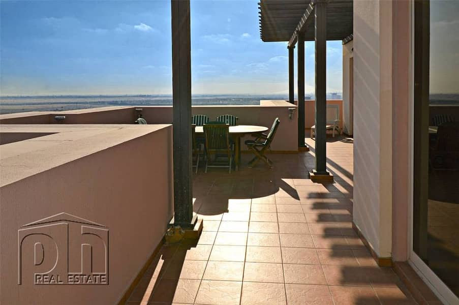 10 Upgraded 3 bed penthouse with golf views