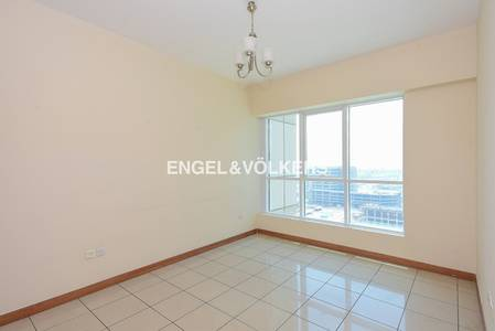 1 Bedroom Flat for Rent in Dubai Marina, Dubai - Good Location| Sea and Golf Course Views
