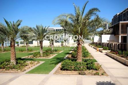 5 Bedroom Villa for Rent in Al Raha Beach, Abu Dhabi - Luxurious Beach Villa with Private Pool!