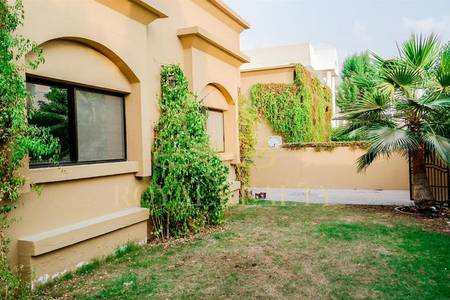 3 Bedroom Villa for Rent in Umm Suqeim, Dubai - Close to The Beach | Big Garden | Bungalow