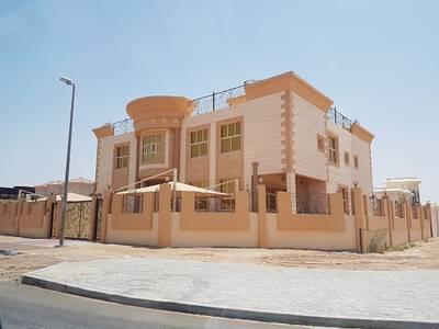 10 Bedroom Villa for Sale in Zakher, Al Ain - للبيع مكونه من 10 غرف ومجلس رجال ومجلس نساء وصاله في الطابق الأرضي والطابق الأول ويوجد روف عبارة عن غرفتين في الطابق الثالث ومطابخ وملاحق وكراجين للسيارات. . متداولة