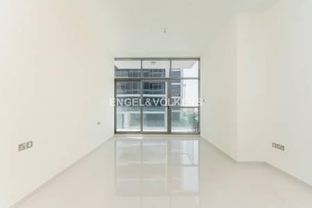 Studio for Rent in DAMAC Hills (Akoya by DAMAC), Dubai - Walk-in Closet   Appliances   Golf Facing