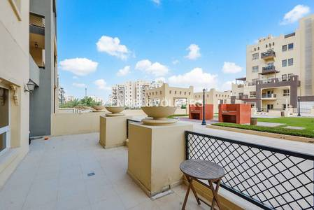 1 Bedroom Flat for Sale in Remraam, Dubai - An Open Kitchen | Podium View | Terrace