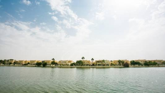 3 Bedroom Villa for Rent in The Lakes, Dubai - Serene And Captivating Lake Views Villa.