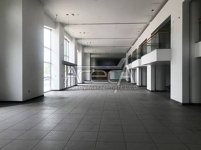 Showroom for Rent in Corniche Road, Abu Dhabi - Fully Fitted Showroom! Strategically Located Big Space on Corniche Road! 3 Parkings