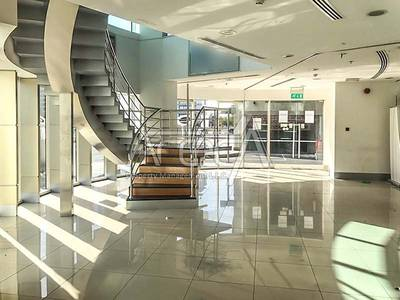 Showroom for Rent in Corniche Road, Abu Dhabi - Fitted Showroom with Mezzanine, 4 Parkings! Corniche Road