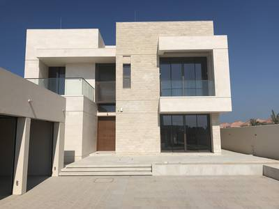 4 Bedroom Villa for Sale in Saadiyat Island, Abu Dhabi - Perfectly set on a Hill with Lift