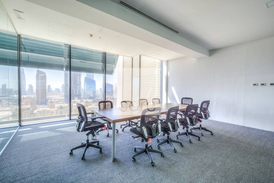 Vacant high quality fitted office in Index