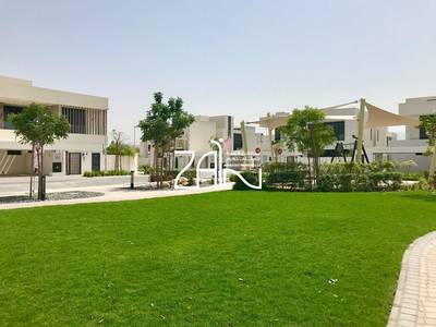 4 Bedroom Villa for Sale in Yas Island, Abu Dhabi - Single Row 4BR Villa T2C2 Great Location