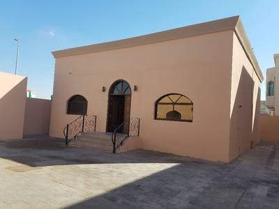 Three rooms for rent in the city of Khalifa (a) close to the services with a large area