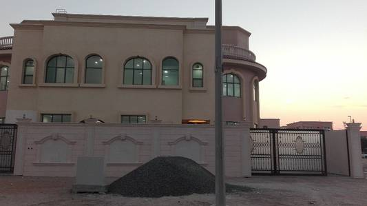 1 Bedroom Apartment for Rent in Shakhbout City (Khalifa City B), Abu Dhabi - A room and lounge for rent in Shakhbut city. First inhabitant. Close to services. first floor .