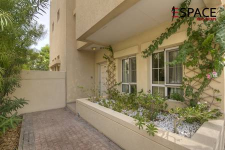 3 Bedroom Villa for Rent in The Lakes, Dubai - Close to the Pool - Type D End - Upgraded