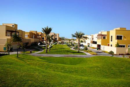5 Bedroom Villa for Rent in Al Raha Gardens, Abu Dhabi - Vacant and Huge 5BR Villa w/ Maid + Pool