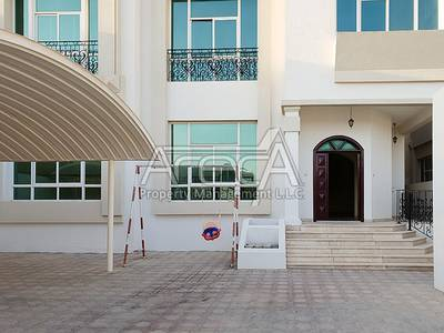 Sublime 5 Bed Villa with Private Entrance! Big Majlis in KCA!