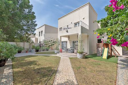 3 Bedroom Villa for Sale in The Lakes, Dubai - Fully Upgraded 3 BR + Maids + Study Room
