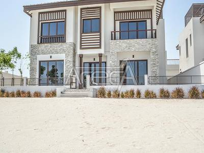 5 Bedroom Villa for Rent in Al Reem Island, Abu Dhabi - Beautiful Ocean Front Villa with Facilities! 5 Bed in Najmat Al Reem Island!
