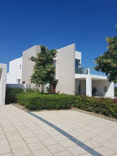 3 Bedroom Villa for Sale in Dubai South, Dubai - Buy your dream home here, with stunning views of the golf courses