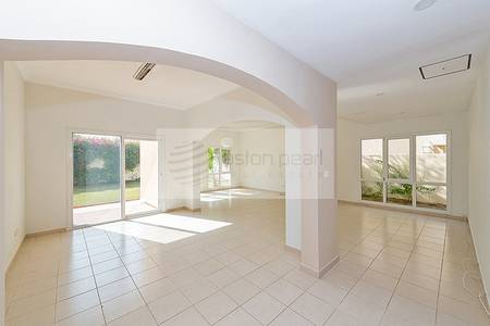 5 Bedroom Villa for Rent in The Meadows, Dubai - Full Lake View |5 BR + Maid | Single Row
