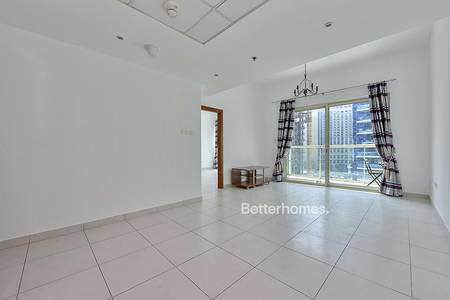 1 Bedroom Flat for Rent in Dubai Marina, Dubai - Well Kept Unit with partial Marina View