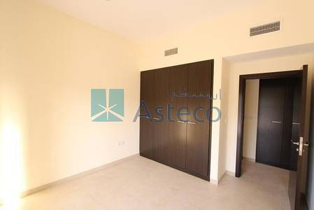 3 Bedroom Flat for Rent in Remraam, Dubai - Well Maintained 3 BHK with 2 Balcony....