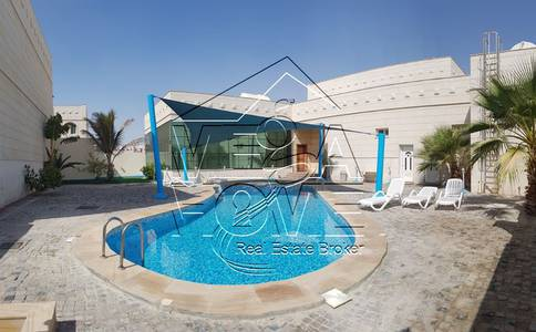 4 Bedroom Villa for Rent in Khalifa City A, Abu Dhabi - Big WOW !- 4 Bed Villa With Communal Pool and gym