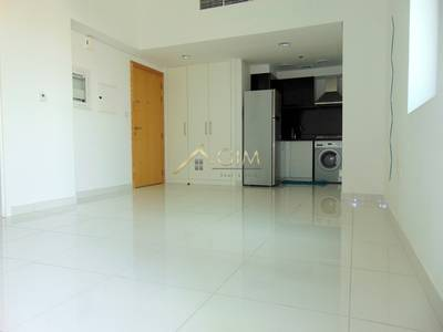 Studio for Rent in Business Bay, Dubai - 4 cheques well priced Studio for rent in Executive Bay