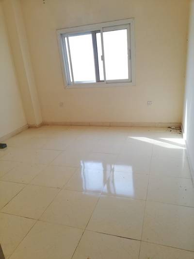 2 Bedroom Flat for Rent in Muwailih Commercial, Sharjah - Spacious 2bhk with balcony just 28999 in muwailih university area