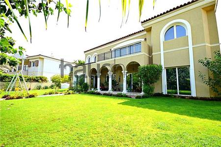 5 Bedroom Villa for Rent in Motor City, Dubai - Large plot park backing | Owner occupied