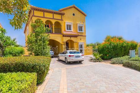 4 Bedroom Villa for Sale in The Villa, Dubai - High Upgraded 4BR Custom Facing Big Park