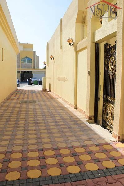 1 Bedroom Flat for Rent in Al Zahraa, Abu Dhabi - No Commission + Tawtheeq! Prime 1 B/R! Good location!