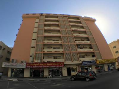 3 Bedroom Flat for Rent in Al Musalla, Sharjah - SPACIOUS 3 B/R HALL FLAT WITH MAID ROOM IN ROLLA MAIN ROAD