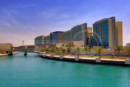 2 Bedroom Flat for Rent in Al Raha Beach, Abu Dhabi - Up to 4 Cheques!! Hurry and Inquire Now!