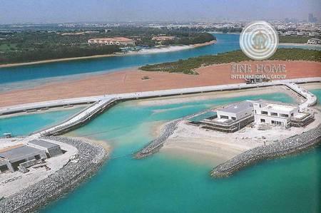 8 Bedroom Villa for Sale in Al Gurm, Abu Dhabi - Amazing 8 BR. Villa in Al Gurm Corniche.