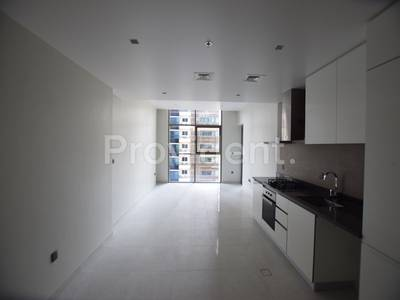 1 Bedroom Apartment for Rent in Dubai Marina, Dubai - Large 1 BR Unit with Sea and Marina View